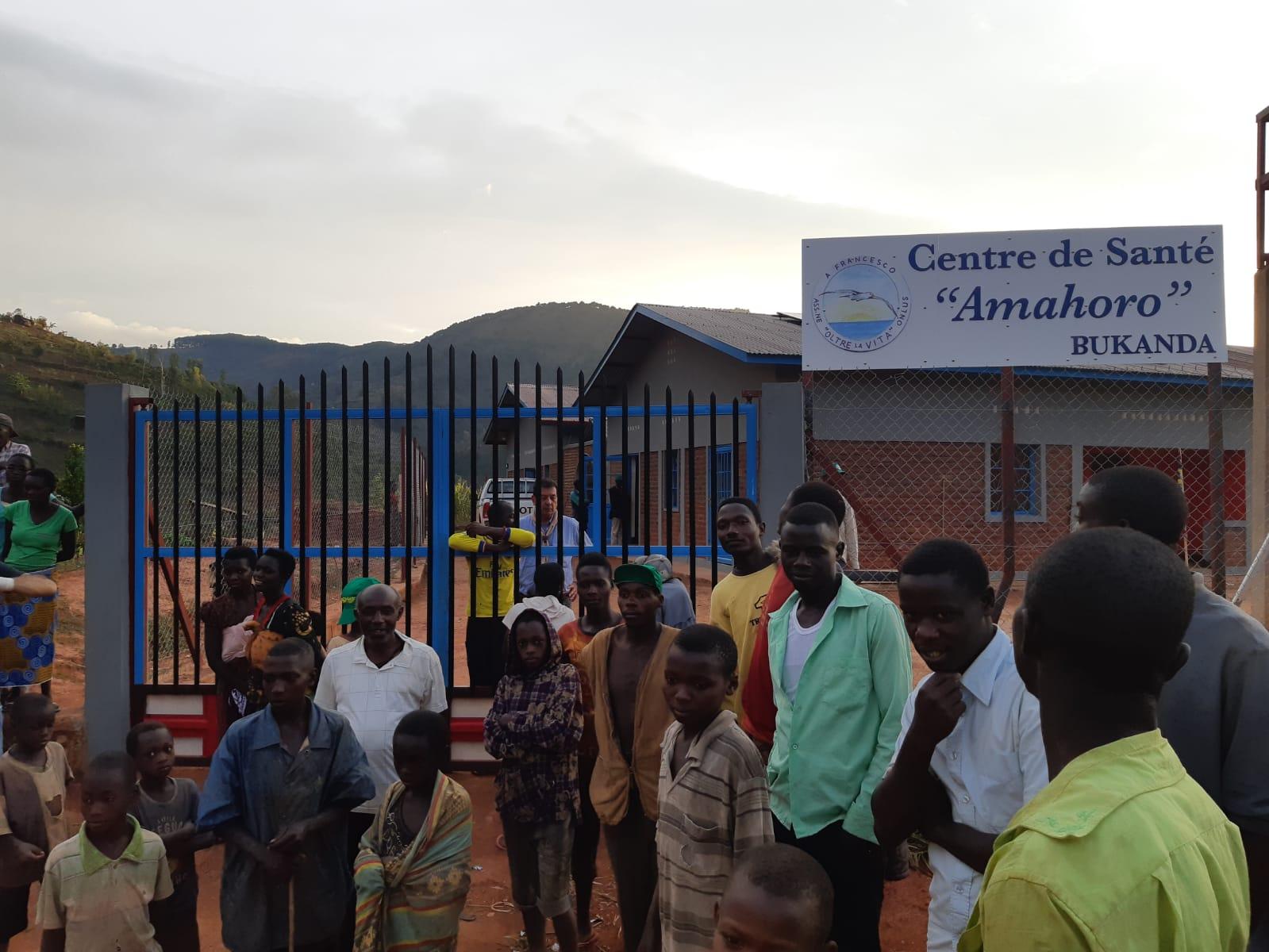 Accensione interruttori all'ospedale di Bukanda